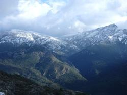 Les montagnes enneigées de Barrettali