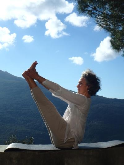 dominique en posture de yoga