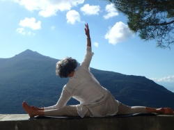 Posture yoga grand écart, corse
