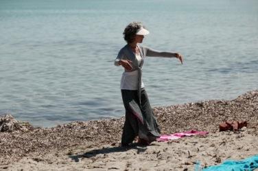 Yoga en Corse sur la plage de Barcaggio